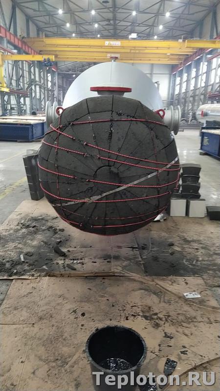 Теплоизоляция оборудования в заводском цехе